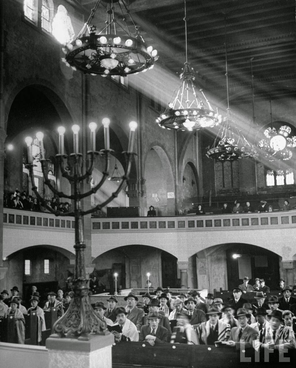 Passover in Berlin, 1945 (8)